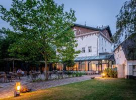 Pillows Charme Hotel Château De Raay Limburg, hotel en Baarlo