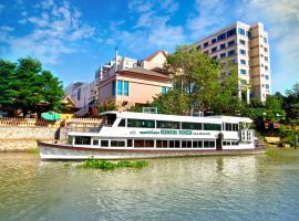 Krungsri River Hotel, отель в Аюттхае
