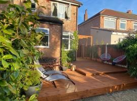 Luxury 5* Home with Secret Garden and Free Parking, hotel in Liverpool