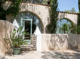 Casa Los Arcos at Masia Nur Sitges, hotel in Canyelles