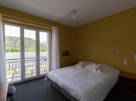 Hotel Bellevue, hôtel à Chambon-sur-Lac