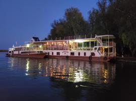 Hotel Plutitor Cochet Delta Dunarii, boat in Murighiol