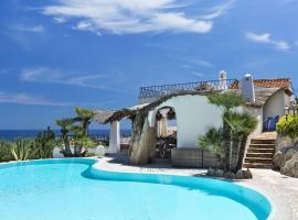 Villa Iris - Ela Sardinia in Villa, hotel with jacuzzis in San Teodoro