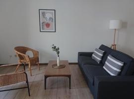 L'Amaryllis, beau T4 contemporain et lumineux en Centre Ville 3 étoiles, self catering accommodation in Sète