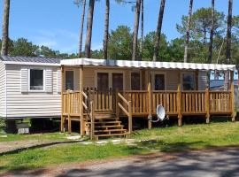 GRAND MOBIL-HOME 6/8pers., campground in Saint-Julien-en-Born