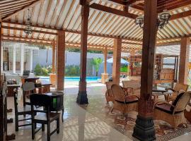 Villa nDalem Sidoarum Syariah, homestay in Yogyakarta