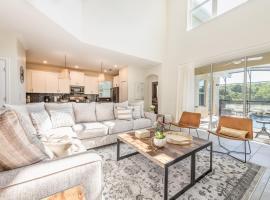 Luxury brand new 5 bedroom suites, prime location, villa in Kissimmee