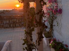 Attico vista panoramica Ladispoli, hotel a Ladispoli