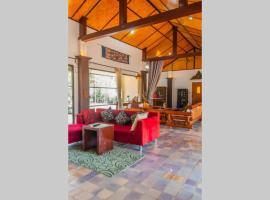 Natural Retreat next to SinghPark&WhiteTemple 4BR, hôtel à Chiang Rai