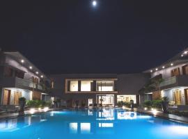 phoenix resort rajkot, hotel in Rajkot