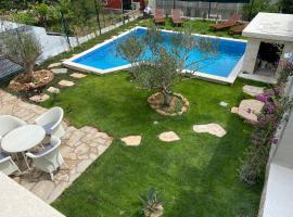 Villa Mediterra Garden & Pool, vila v destinaci Bol