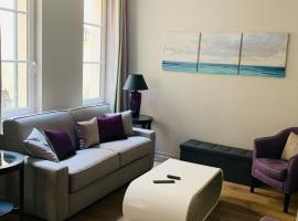 Greeter-Appartement Versailles quartier Notre Dame au pied du Chateau avec Parking, apartamento en Versalles
