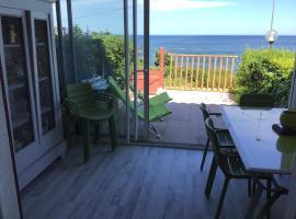 Face à la mer, hotel in Saint-Aygulf