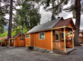 Sleepy Hollow Cabins & Hotel, lodge in Crestline