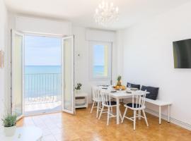 Appartamento in posizione centrale con vista mare, apartmán v Caorle