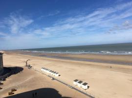 Geniet van de zee met dit top-appartement Fuji Ostend, hotel near Casino Kursaal, Ostend