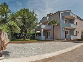 Apartments Elly, hotel in Novigrad Istria