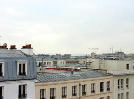 Room in Apartment - studio C mobility near Gare du Nord, homestay in Paris