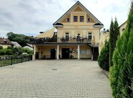 Hotel TTC, hotel in Vrchlabí