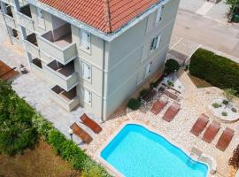 Apartments and Rooms Degra, hotel with pools in Umag