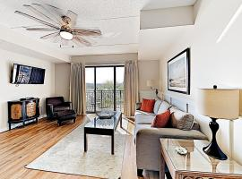 Downtown Condo w/ River View, Near Shops & Beaches condo, vacation rental in Wilmington
