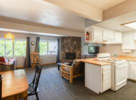 Village Suites Inn - Brown Bear - Perfect Location in the Village, fully equipped unit!, lodge in Big Bear Lake