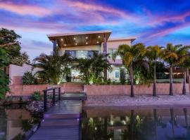 Space & seclusion on the water, Noosa Heads, hotel in Noosa Heads