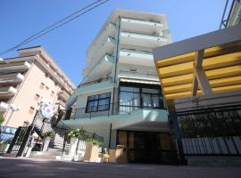Hotel Croce del Sud, hotel in Cesenatico
