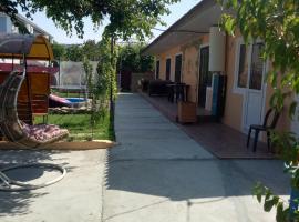 Sunny House Guest House, budget hotel in Vityazevo