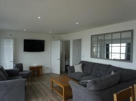Deluxe Lundy View Villa With Sea Views, vacation home in Westward Ho