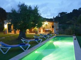 Ferreries Villa Sleeps 4 with Pool and Air Con, hotel in Ferreries