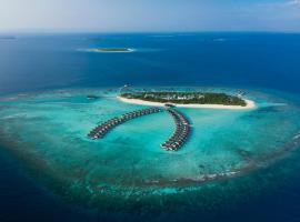 Mӧvenpick Resort Kuredhivaru Maldives, spa hotel in Manadhoo