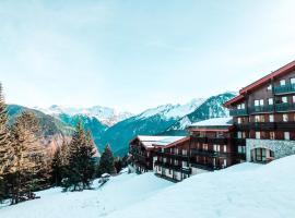 Le Charmantin Courchevel 1550 skis aux pieds, hotel in Courchevel