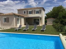 Jolie villa vacances climatisée avec piscine privée, proche du centre village de Mouriès à pieds, au coeur des Alpilles, LS1-302-Bouvino, holiday home in Mouriès