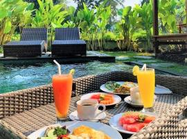 Three Gold Luxury Private Villas, cottage in Ubud