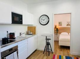 Loft Luxe Grands Boulevard, apartment in Paris