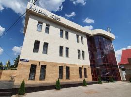 Khan Hotel, hotel near Boluan Sholak International Exhibition and Sports Centre, Almaty