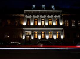 CASA CHITIC - Str Nicolae Balcescu 13, hotel din apropiere   de Castelul Bran, Brașov