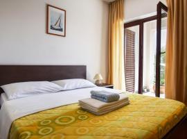Rooms by the beach, B&B in Fažana