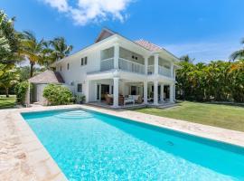 Private Golf Villa With Beach Access, hotel near Punta Cana International Airport - PUJ,