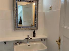 Privates Appartment Ferienwohnung im Einfamilienhaus, apartment in Düsseldorf