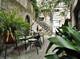 Rooms & Studio Stipcic, hotel in Trogir