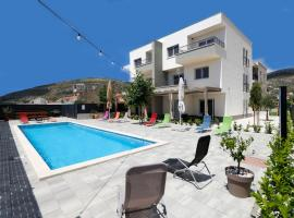 Apartments Bulli, hotel with pools in Trogir