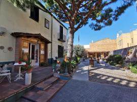Mucha Masia Hostel Rural Urba, hotel dicht bij: Luchthaven Barcelona - El Prat - BCN,