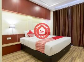 OYO 727 Merlion Hotel, hotel di Medan