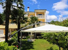 Apartments and rooms with parking space Lovran, Opatija - 2332, B&B in Lovran