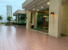 Robinson Residenz Connected to Robinson Mall, hotell i Manila