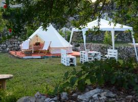 Sotonici Village Glamping, luxury tent in Virpazar