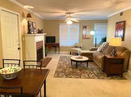 Trendy 2Bed 2 Bath Villa In The Village With King Bed, apartment in Raleigh