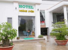 Hotel Restaurant Hoang Uyen, khách sạn ở Vĩnh Long